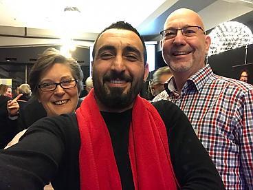 SP fractievoorzitter Murat Memis amet twee SP leden die in de Hall of Fame staan vanwege hun vrijwilligerswerk